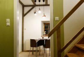 lépcsőház és a konyha